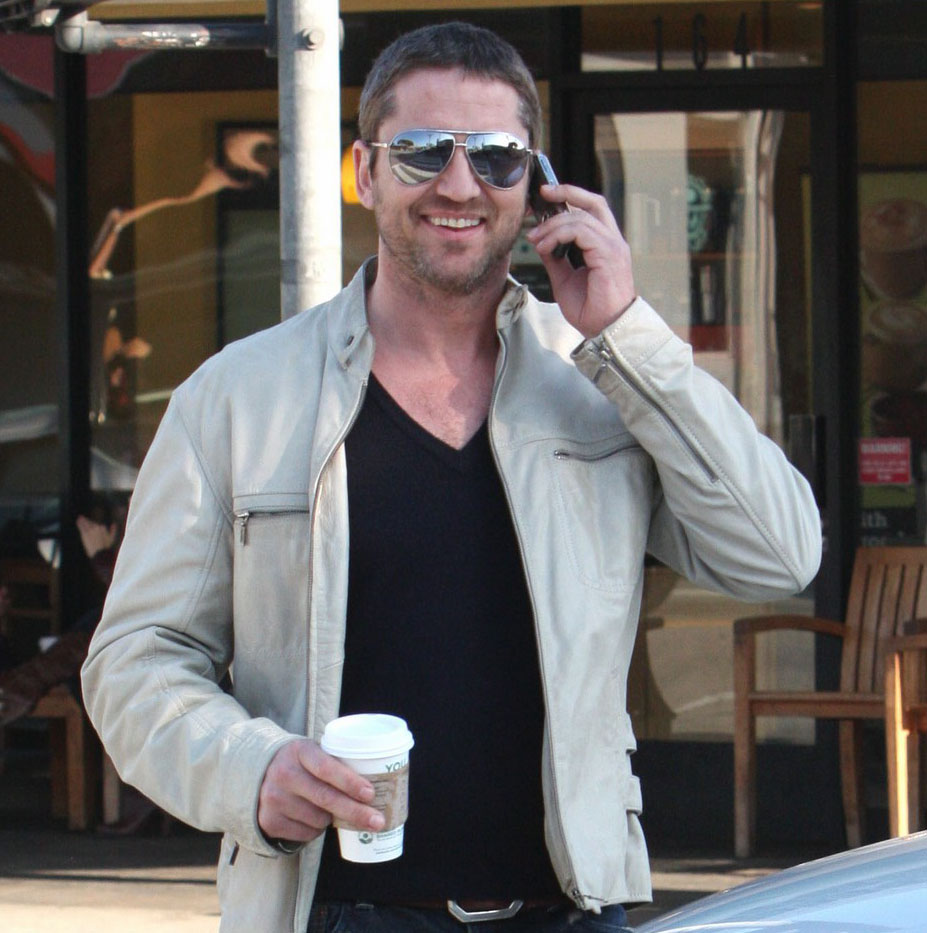 Gerard Butler Grabs a Coffee