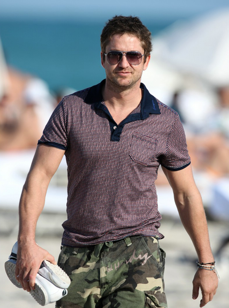 Gerard Butler at Malibu beach in combat shorts 7/01/2009