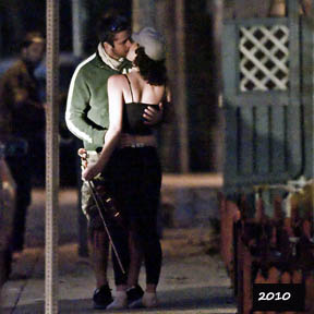 Gerard Butler's public kissing display
